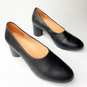 Urban Outfitters 10 Black Pumps Low Block Heel